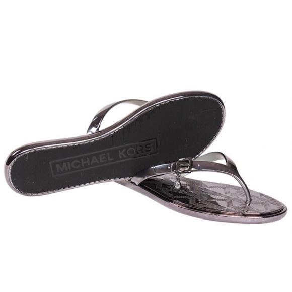 c1bf29906ecd NWOB Michael Kors Women s Emory Flip Flop Sandals